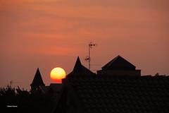 Buongiorno! (stefano.chiarato) Tags: alba sunrise sun sole cielo sky tetti rooftops buongiorno goodmorning muggiò lombardia italy brianza pentax pentaxk70 pentaxflickraward