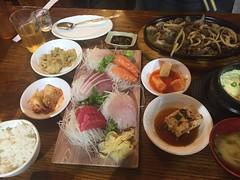 Bulgogi, banchan and sashimi (kevincrumbs) Tags: oldbethpage dakesushi food koreanfood bulgogi 불고기 banchan 반찬 japanesefood sashimi 刺身