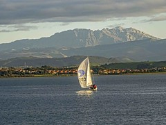 DSC00479 (petercan2008) Tags: barco vela sailingshipwater sea agua mar bahía bay montaña pedreña mountain santander cantabria spain españa