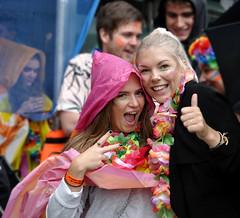 HAPPYNESS (ADRIANO ART FOR PASSION) Tags: felicità felici happyness allegria ritratto coppia ragazze girls friend portrait nikon nikond90 adriano adrianoartforpassion norvegia bergen sottolapioggia 40mm