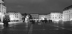 Bebelplatz Berlin (ericgrhs) Tags: square platz bebelplatz city urban berlin berlinmitte unterdenlinden humboldtuniversität staatsoper menschen people architecture architektur night abend bw schwarzweis