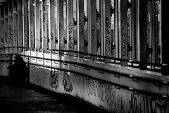 urban scene (heinzkren) Tags: streetart streetphotography street indoor bridge gangway gang schwarzweis blackandwhie bw sw monochrome candid wien vienna station übergang graffiti lines sun shadow sony alpha handwritings handschriften windows tagging railings geländer innamoramento