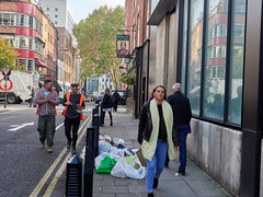 Whitfield Street. 20181105T14-32-21Z (fitzrovialitter) Tags: bloomsburyward england fitzrovia gbr geo:lat=5152018000 geo:lon=013478000 geotagged unitedkingdom peterfoster fitzrovialitter city camden westminster streets urban street environment london streetphotography documentary authenticstreet reportage photojournalism editorial daybyday journal diary captureone olympusem1markii mzuiko 1240mmpro microfourthirds mft m43 μ43 μft ultragpslogger geosetter exiftool rubbish litter dumping flytipping trash garbage