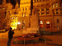 Lest we forget ... (Trinimusic2008 -blessings) Tags: trinimusic2008 judymeikle nature oldcityhalltoronto memorial remembranceday canadians today november 2018 downtown bayandqueenstw city architecture night toronto to ontario canada sonydschx80