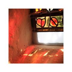 Dans la chapelle (Yvan LEMEUR) Tags: larzac saintmartindularzac aveyron vitrail vitraux chapelle lumière intérieur