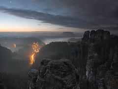 Nebel im Tal (lebastian) Tags: panasonic dmcgx8 olympus m1240mm f28 sächsische schweiz berge mountain felsen ausblick nebel foggy fog elbsandsteingebirge sachsen saxony