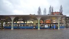 Blick auf den P-Zug 2006/3004 unter dem Haltestellendach an der Münchner Freiheit (Bild: Peter Gimpel) (Frederik Buchleitner) Tags: 2006 3004 linie23 munich münchen münchnerfreiheit pwagen strasenbahn streetcar tram trambahn