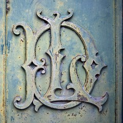 Post-scriptum (Gerard Hermand) Tags: 1805033749 gerardhermand france paris canon eos5dmarkii cemetary door montmartre porte rouille rust cimetière l d lettre letter metal
