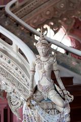 Stairs and the beauty (SLpixeLS) Tags: thailand bangkok samutprakan erawan chang elephant museum statue lady bird kinnaree kinnari kinnara thai art folklore halfmaiden halfbird halfangel