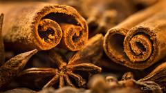 L'envoûtant pouvoir du parfum....! - The bewitching power of perfume ....! (minelflojor) Tags: épice anis badiane étoilé canelle naturemorte sec etoile baton flou bokeh macro arome mélange ingrédient aniseed star anise spice blossom apple aroma ingredient graine seed tamronsp90mmf28dimacro11vcusd nourriture smileonsaturday oddonout