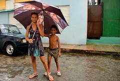 Cuba- La Habana (venturidonatella) Tags: cuba lahabana lavana avana habana gente gentes people persone portraits portrait ritratto ritratti ombrello umbrella children ragazzi street strada streetscene streetlife pioggia rain sguardo look cerro elcerro
