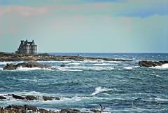 Presqu'île de Quiberon, Morbihan ( photopade (Nikonist)) Tags: turpault morbihan presquîle presquîledequiberon bretagnesud bretagne eau vagues rochers château ciel apple affinityphoto afsdxvrzoomnikkor1685mmf3556ged nikon nature nikond200 imac