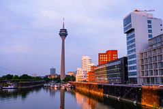 Germany - Düsseldorf - Neuer Zollhof (andrei.leontev) Tags: dusseldorf neuer zollhof deutschland düsseldorf allemagne rheinturm rhine tower sunset medienhafen centre ville city center