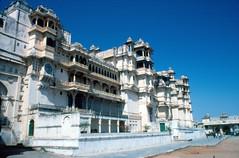 INDIA Y NEPAL 1986 - 95 (JAVIER_GALLEGO) Tags: india 1986 diapositivas diapositivasescaneadas asia subcontinenteindio cachemira kashmir rajastán rajasthan bombay agra taj tajmahal srinagar delhi