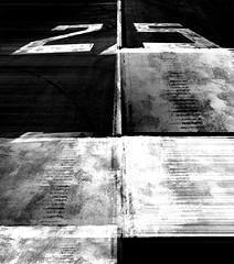 25 black and white (matwolf) Tags: black white noir noiretblanc negroyblanco schwarzweis bw monochrome mono numbers number experiment