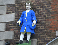 Hatton Garden - charity boy statue (Tony Worrall) Tags: sculpture statue bluecoat charity london south capital urban wrenhouse architecture building update place location uk england visit area attraction open stream tour country item greatbritain britain english british gb capture buy stock sell sale outside outdoors caught photo shoot shot picture captured ilobsterit instragram hattongarden blue relic history