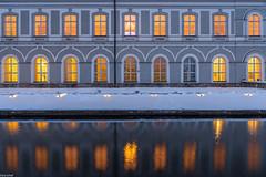 Abendbeleuchtung (zora_schaf) Tags: zoraschaf bluehour blauestunde hubertussaal schlossnymphenburg longexposure langzeitbelichtung dämmerung licht light beleuchtung