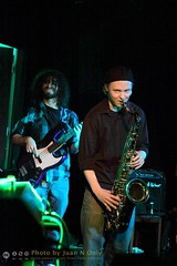 Richard Bright and Jack Johnson - Alvin's Jam Session [50D-1839] (Juan N Only Music Photos) Tags: alvins detroit michigan music musicians jamsession nightclub livemusic rb bass bassist electricbass saxophone saxophonist tenorsaxophone april 2010 juannonly
