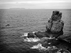 """""""Nau dos Corvos"""",  acantilados de Cabo Carvoeiro, Peniche (Leiria, Portugal) (Miguelanxo57) Tags: acantilados roca isla mar océano naudoscorvos cabocarvoeiro peniche leiria portugal"""