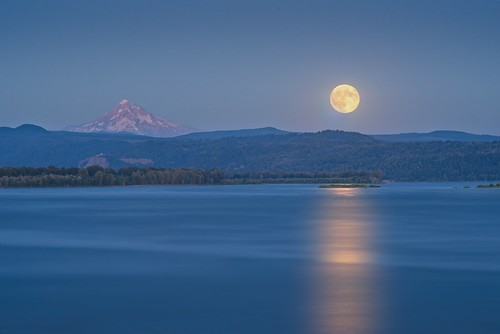 Moonrise Columbia River 307 D