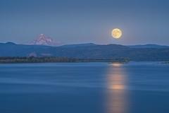 Moonrise Columbia River 307 D (jim.choate59) Tags: jchoate on1pics moon moonrise columbiariver camuswashington clarkcountywashington river mountain mounthood d610