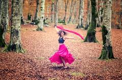 Maite (Tatxon) Tags: forest bosque chica girl dance dress vestido hojas trees arboles urbasa nice fun red rojo nikon d810