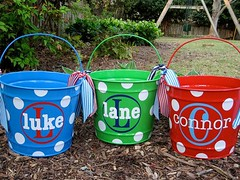 Basket Gifts : Personalized Easter buckets. Really cute. Could totally do this myself. (giftsmaps.com) Tags: gifts