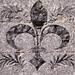 Fleur de Lys aus Silex in die Fassade eingearbeitet