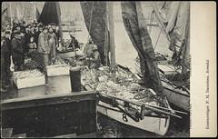Poskort fra Agder (Avtrykket) Tags: bygård fisk fiskebåt fisker kai postkort salg arendal austagder norway nor