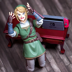 Nintendo Switch out of Battery (Jezbags) Tags: nintendo switch battery zelda link legendofzeleda shock fear scared canon canon80d 80d 100mm macro macrophotography macrodreams toy toys figma goodsmilecompany