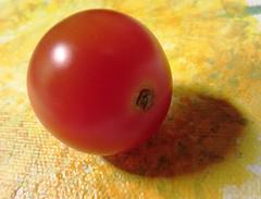 Tomatinchen (hussi48) Tags: tomate gelb rot lebensmittel macro lookingcloseonfriday minimalism