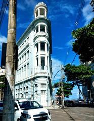 a cidade vive! (lucia yunes) Tags: recifeantigo recife pernambuco arquitetura building architecture city cityview motozplay luciayunes