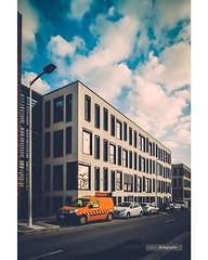 La camionnette orange . Photo de CHRISTOPHE MELY< prise à Département du Var, Toulon (Var) . . . #Aménagement #Archideco #Archidesign #Built #Construit #Design #Matériaux #Mobilierurbain #Perspective #Terrecuite #Urbanisme #lignedefuite #pentax_K1 #pentax (Mely | Photographie) Tags: architecture perspective design building pentaxphoto pentaxpicture archiphotography urban cityscape studiomely city cité ville town urbandesign