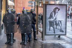 Peace On Earth (sdupimages) Tags: insolite contraste label affiche publicité candid crs police giletsjaunes manifestation revolution street rue paris