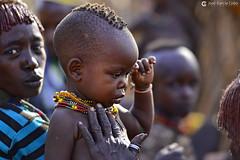 20180925 Etiopía-Turmi (1208) R01 (Nikobo3) Tags: áfrica etiopía turmi etnias tribus hamer people gentes portraits retratos social culturas tradiciones escarificaciones travel viajes nikon nikond800 d800 nikon7020028vrii nikobo joségarcíacobo
