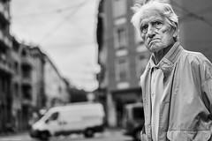 Mailand Street Uomini italiani 6 bw (rainerneumann831) Tags: bw blackwhite street streetscene ©rainerneumann urban monochrome candid city streetphotography blackandwhite mann uomo uominiitaliani milano mailand