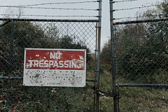No Trespassing (rantropolis) Tags: abandonedhouse abandoned ur urbex urbanexploration time capsule nikon d750 no trespassing sign