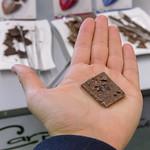 Ein Stück Carpe Bio - vegane Bio-Schokolade mit Premium Kakaonibs thumbnail