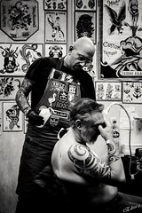 Tatoo 2018 (elizzzzza67) Tags: 2018 50mm appareilphoto canon80d conventionlyontatoo homme lyon nb streetphotography tatouage tatoueur villeurbanne