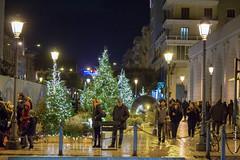 Aria di festa (francescasmal) Tags: natale piazza luci gente lampioni