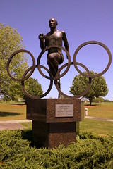 Jesse Owens Olympic Champion Statue (SeeMidTN.com (aka Brent)) Tags: oakville al alabama lawrencecounty jesseowens olympian champion statue bronze olympics olympicgames olympicrings blackhistory 1936olympics jesseowensmemorialpark bmok bmok2 top10of2018
