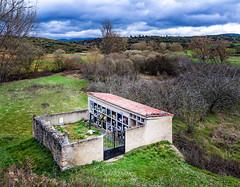 SITIOS DE BURGOS (jramosvarela) Tags: tobera religioso burgos difunto 2016 cementerio frias cemetery religious