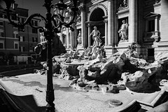 Dream coins for the fountain or to cover your eyes (.KiLTRo.) Tags: kiltro it italy italia city fountain fontana fontanaditrevi street urban architecture building history old roma rome coins bw contrast