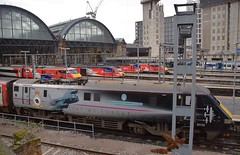 LNER Line-up at the Cross. 26 01 2019 (pnb511) Tags: london kings cross station terminus terminal train shed arched roof glass class91 class43 hst highspeedtrains trains east coast mainline 91110 91128 91114 43318