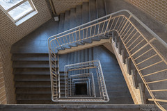 Treppenhaus (Frank Guschmann) Tags: ausflug schöneweide treppe treppenhaus berlin deutschland straircase stairwell escaliers stairs stufen steps architektur frankguschmann nikond500 d500 nikon de