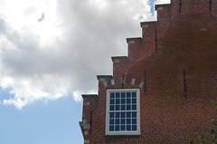 Haarlem (phacelias) Tags: roof tetto architecture architectuur architettura dak trapdak trapgevel raam window finestra holland olanda northholland noordholland cloud wolk nuvola
