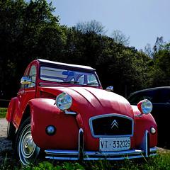 Baratti, Toscana - Citroën 2CV (pom'.) Tags: panasonicdmctz101 april 2018 italia italy toscana tuscany piombino livorno baratti europeanunion 2cv citroën2cv citroën vintagecar red 100 200