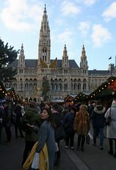 Auf dem Christkindlmarkt am Rathausplatz in Wien (Wolfgang Bazer) Tags: christkindlmarkt rathaus rathausplatz christmas market townhall wien vienna österreich austria