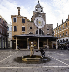 Venice Fountain (Terrycym) Tags: italy venice chiesadisangiacomodirialto clock gothic church venezia sanpolo flickrclickx europe veneto leica