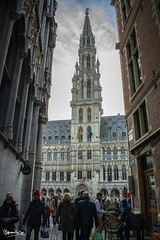 Grand Place - Brussels (genny.parente) Tags: brussels bruge belgium night lights water black sun moon